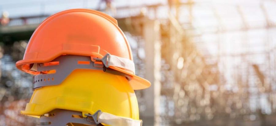 Perbedaan dan Makna Warna Helm Proyek Pada Saat Bekerja di Lapangan