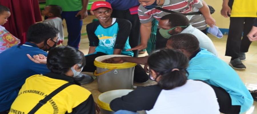 Sosialisasi Cara Pembuatan Komposter di Desa Klasmelek